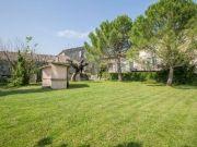 Le jardin arboré du gite La Cour de l'Olivier en Ardèche
