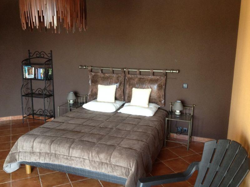 table et chambres d 39 h tes la belle etoile chambres d 39 h tes villeneuve de berg ardeche. Black Bedroom Furniture Sets. Home Design Ideas